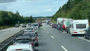 Stor politiaktion: Motorvej spærret